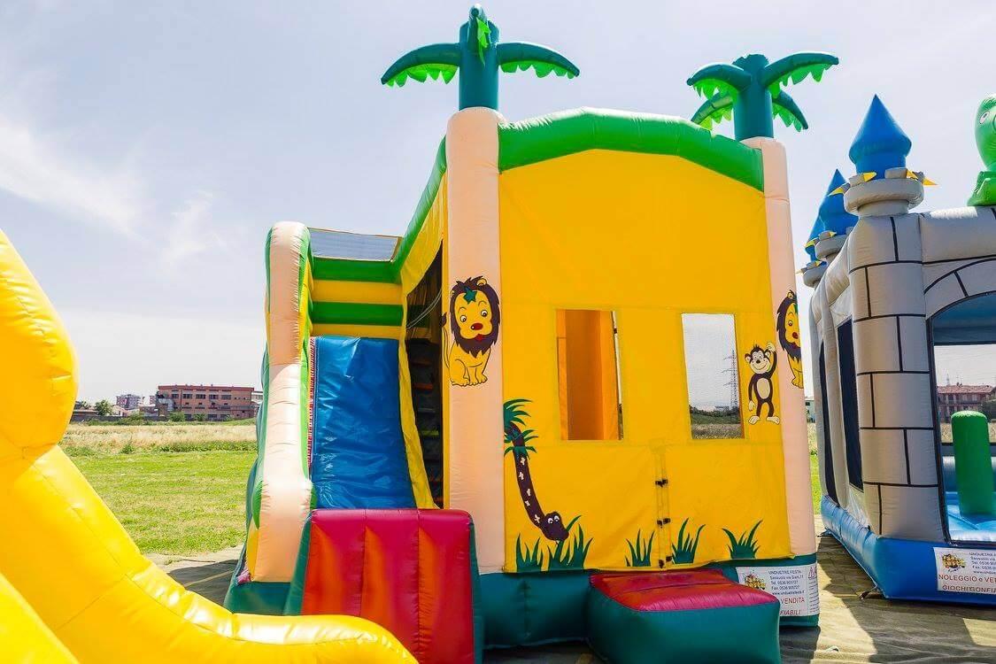 gioco gonfiabile per bambini savana