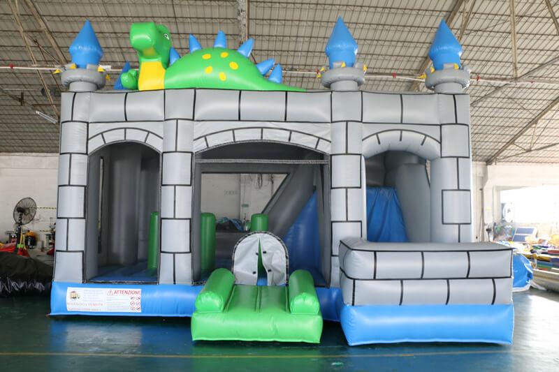 castello gonfiabile con scivolo
